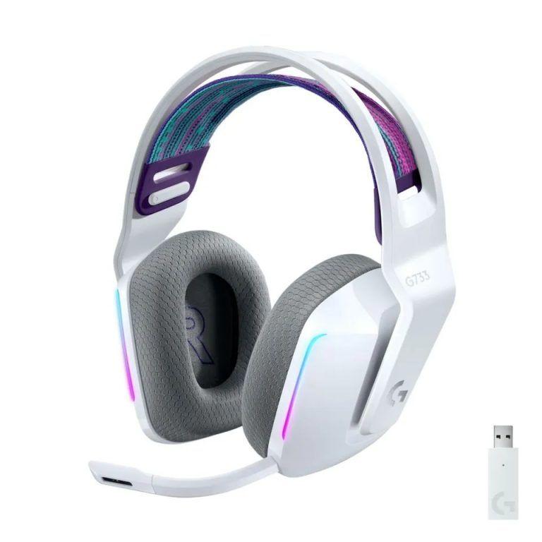 Vita färgen på Logitech G733 Lightspeed. Lätta gaminghörlurar som är prisvärda och håller hög klass.