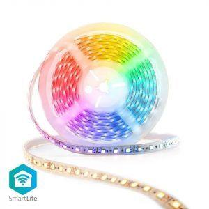 En smart LED-list med RGB sätter färg på ett rum för gaming. Perfekt för inredning då det går att variera och förnya utseendet hela tiden.