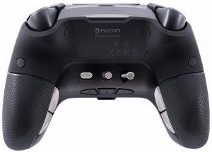 Undersidan av handkontrollen Nacon Revolution Pro Controller Unlimited som visar de extra knappar den har, som ger fördelar i olika spel.