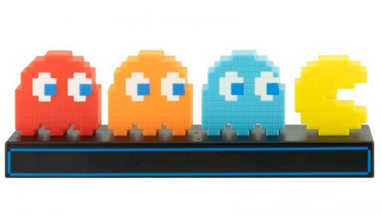 En lampa för gamingrummet med Pac-Man och spökerna. En rolig pryl till ett rum för gaming. Även en bra sak att ge bort i present eller julklapp.