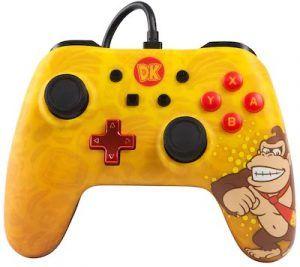 PowerA Wired Controller Donkey Kong visar en sladdbunden handkontroll. Denna versionen har en gul design med Donkey Kong på.