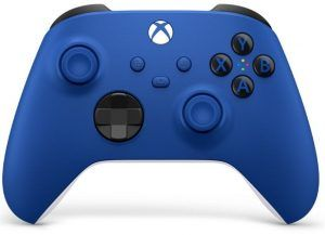 Den blåa versionen av Xbox Wireless Controller Gen 9. Xbox orignal kontroll. Snygg färg som sticker ut!