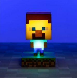 En lampa med figuren Steve från spelet Minecraft. En perfekt present till en gamer i födelsedagspresent eller julklapp.