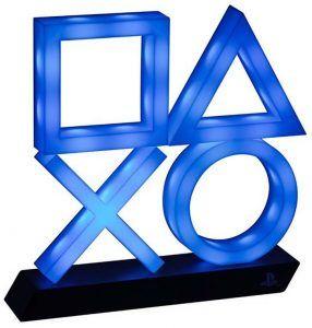 Playstation 5 Icons Light XL är den ultimata julklappen till någon som spelar på PlayStation. Läcker lampa med ikonerna på Dualsense kontrollen.