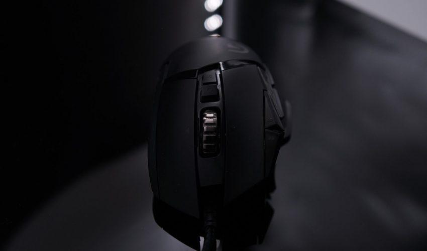 Bild på en svart gamingmus, som illustrerar vårt bäst i test av gamingmöss 2021.