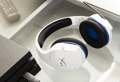 HyperX Cloud Stinger Core Wireless är ett par vita gaminghörlurar som är specifikt framtagen för PlayStation, framförallt PS5 och vita PS4. Trådlösa, stryktåliga och lätta. Vårt val av bästa gamingheadset till PS5 & PS4 2021.